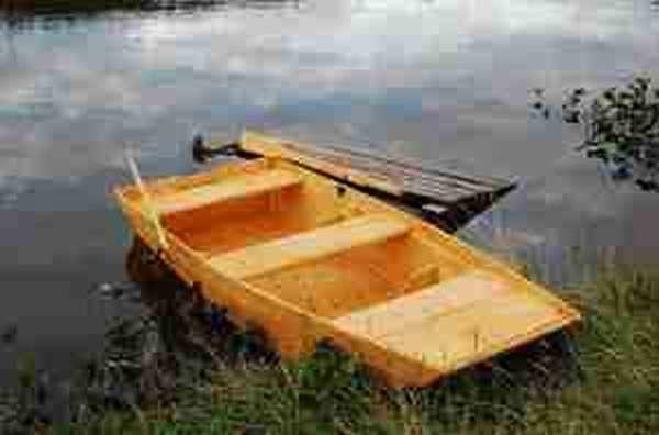 Рыболовная самодельная лодка