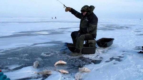 Рыболов на льду