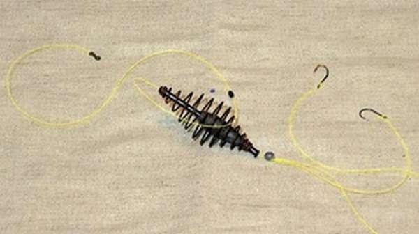 Способ устройства оснастки для фидера со скользящей кормушкой