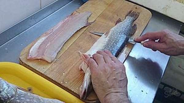 Как снять кожу с рыбы
