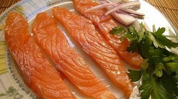 Существует множество видов красной рыбы, которая завоевала внимание и любовь многих гурманов