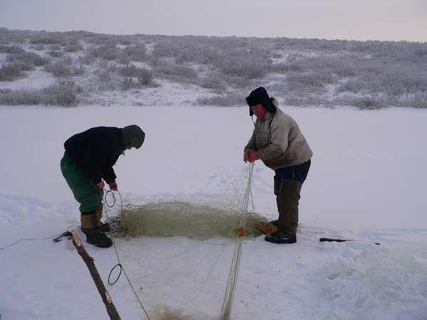 Установка сетей под лед