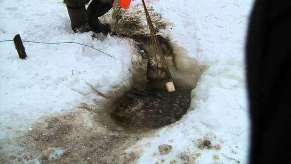 Ставить сети зимой под лед