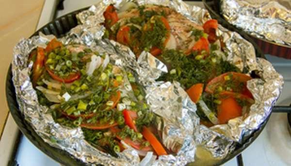 Морской окунь запечённый в духовке с овощами